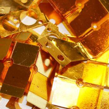 Vergoldete Bauteile